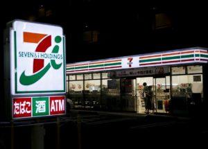 小七登陆冲绳高中生凌晨四点排队抢货