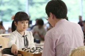 日本10岁围棋少女仲邑堇不敌中国棋手芮迺伟