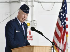 美军嘉手纳基地举行司令交接仪式 凯利准将就任
