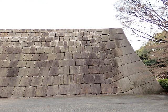 城郭の石 切込み接ぎ(きりこみはぎ)