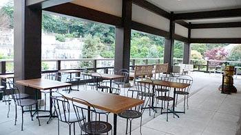 合掌もでき「お寺のおもてなし(お茶・和菓子)」あり、神谷町オープンテラス@光明寺【連載:アキラの着目】