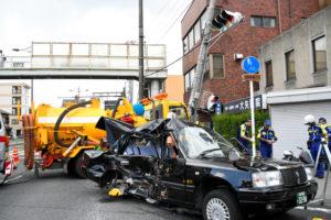 日本京都垃圾车与出租车相撞 致1人死亡6人受伤