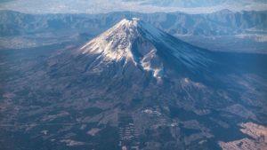 一女子欲攻顶日本富士山 因被落石击中头部不幸身亡