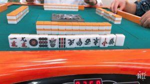 打麻将拿到「13么」!男接着摸牌吓坏:一生运气都用光了