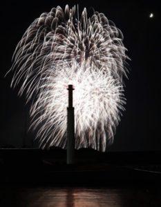 福冈筑后川烟花大会举行 为西日本最大规模