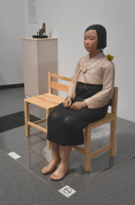 爱知知事批评名古屋市长干预少女像展示发言违宪
