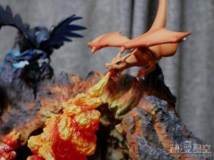 《精灵宝可梦》喷火龙雕像组合 火焰效果宛如实景