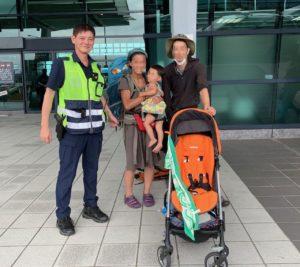 日本妈妈抱小孩求助台湾警原来是游台包包搞丢了