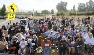 美国日裔等在加州核研究机构前游行呼吁废核