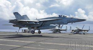 美海军公开核动力航母舰载机起降训练