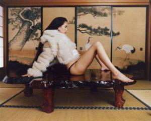 水原希子和室大开M字腿!性感照竟遭网轰:不要装日本人