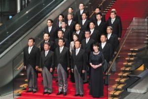 """新闻分析:安倍内阁""""大换血"""" 内政外交挑战多"""
