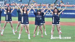 日本偶像团体绝对直球女子来台开球