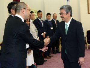 陈建仁见日本三重县知事吁挺台参与国际组织