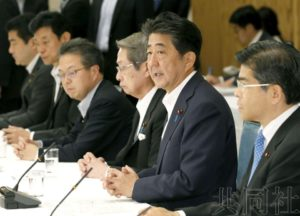 详讯:安倍表示下周将改组内阁