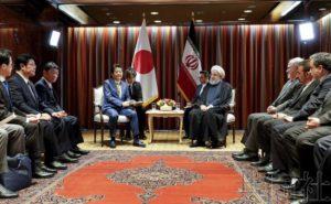 安倍会晤伊朗总统 要求伊方发挥建设性作用