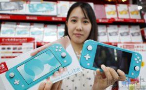 话题:任天堂发售便携式Switch游戏机