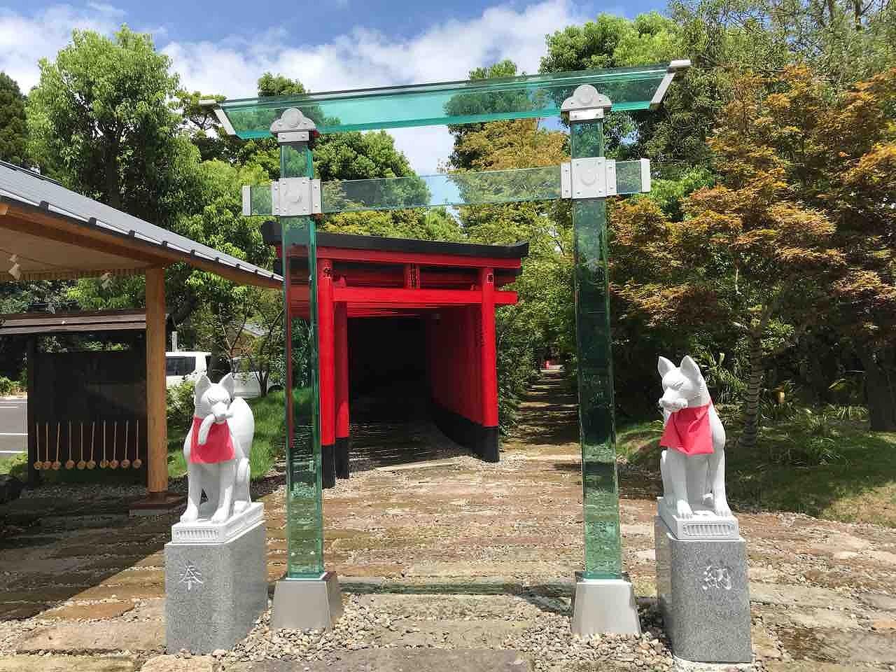 神徳稲荷神社のスケルトン鳥居 鹿児島グルメ食べ歩き&おすすめスポット から引用