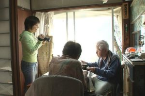 95岁老父照顾87岁失智母女儿边哭边拍1200天尽孝道