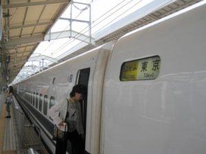 日本爱知县发生列车与汽车相撞事故,致1人死亡
