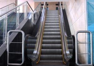 别再误解日本搭电扶梯应静止非空出单侧