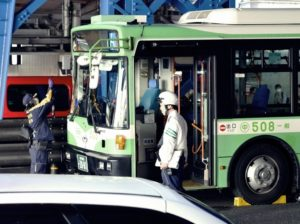 站牌与死亡的距离:日本「危险巴士站」的交通死角危机
