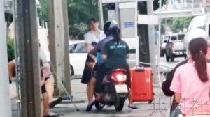 泰国日侨女性阻止摩托车在人行道行驶受好评