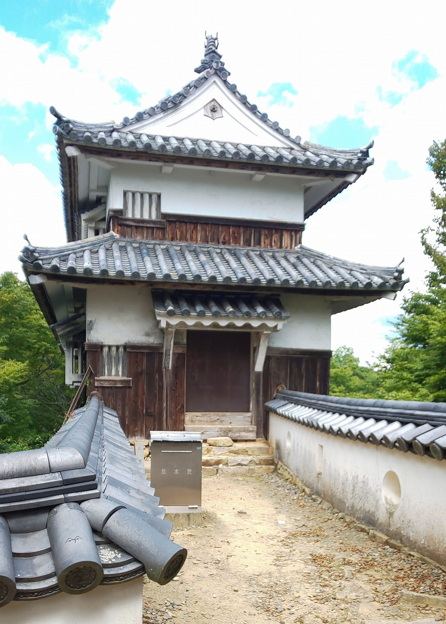 国指定重要文化財の備中松山城二重櫓