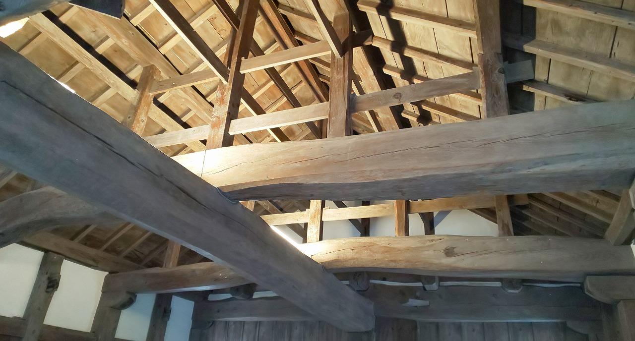 備中松山城天守天井の大きな梁