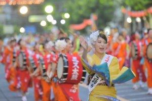 (影)花莲街头重现日本古代祭典11/23游行欢庆温泉花车嘉年华