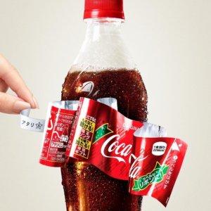 轻轻一拉变蝴蝶结!可口可乐推出「圣诞节限定包装」还藏惊喜超暖心