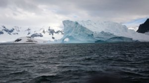 比宇宙更远的圣地!他花35万探索南极狂风把人吹成白痴