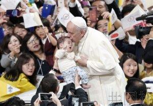罗马教皇在东京举行弥撒 约5万信徒参加