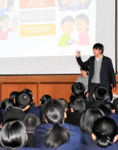 日本专科学校学生给中学生上课 提出《使用手机七规则》