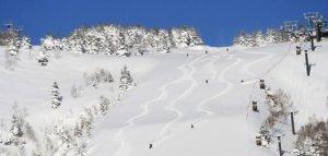 日本志贺高原烧额山滑雪场开启滑雪季 提供多种体验活动