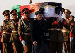 遇害医师中村哲遗体运回日本阿富汗总统亲自护棺