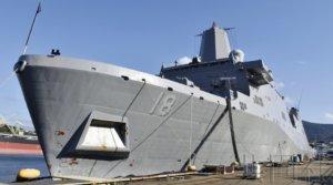 """船坞运输舰""""新奥尔良""""号在驻日美军基地亮相"""