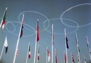 东京奥运圣火抵达仪式将有五环彩烟飞行表演