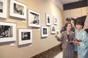 日本摄影家在沪展出30年前中国街头照片