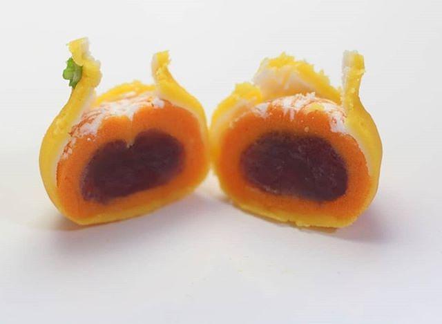 フリー和菓子作家・三納寛之さんの作った和菓子みかん 和菓子職人 三納寛之 Twitterから引用