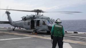 详讯:一美军直升机在冲绳本岛海域降落