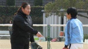 日本职棒史上首位女球探干绘美竟轻松没有压力