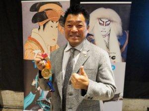 日本射箭老将山本博在美宣传东京奥运(图)