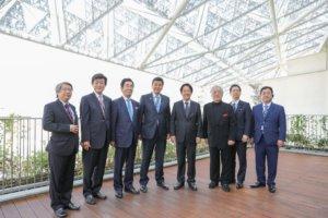 新当选副总统赖清德偕日众议员岸信夫参访南美馆
