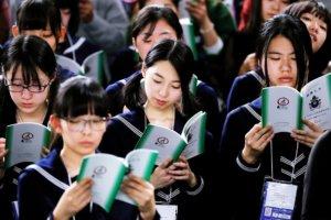镜头背后/毫无反应就只是个「年轻人」:绝望国度的日本18岁报告