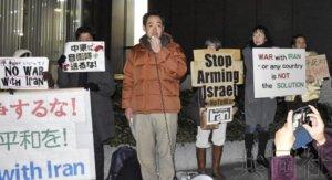 日本市民在美国大使馆前抗议美军杀害伊朗军官