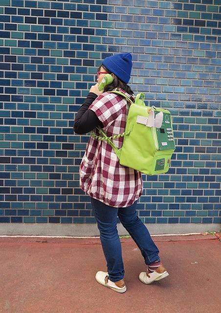 緑の公衆電話バッグ おがさわらゆう(小笠原悠) さんTwitterから引用