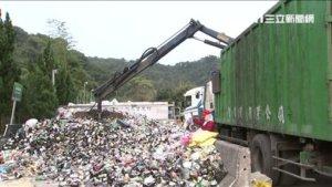分类垃圾挖到宝!烂木柜暗藏巨款清洁员一数多达上千万