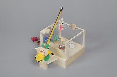 加賀谷木材 木工キット「クレーンゲーム」  加賀谷木材株式会社HPから引用