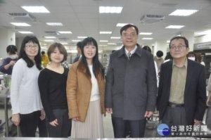 日本小松大学访建国科大学做凤梨酥及珍奶